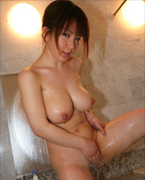 股間をシャワーで洗うまんさんの恥じらいさが半端ないんだがwwwwwwwwwwwwwwww