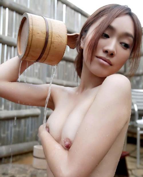 【入浴エロ画像】混浴して一緒に温まりたくなる入浴中のヌード美女たち