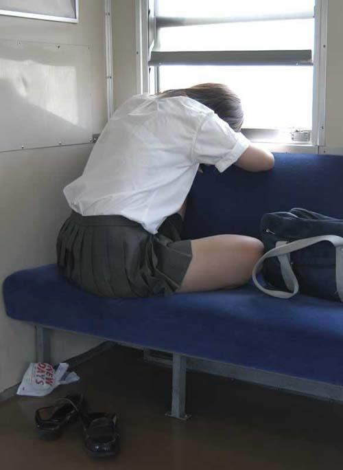 【JK透けブラ盗撮エロ画像】女子校生のプライベート下着がスケスケなので遠慮なくカメラに収めるwww
