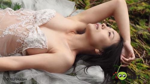 【川村ゆきえ】約2年半ぶり32歳のセクシー過ぎる限界越えグラビア撮影