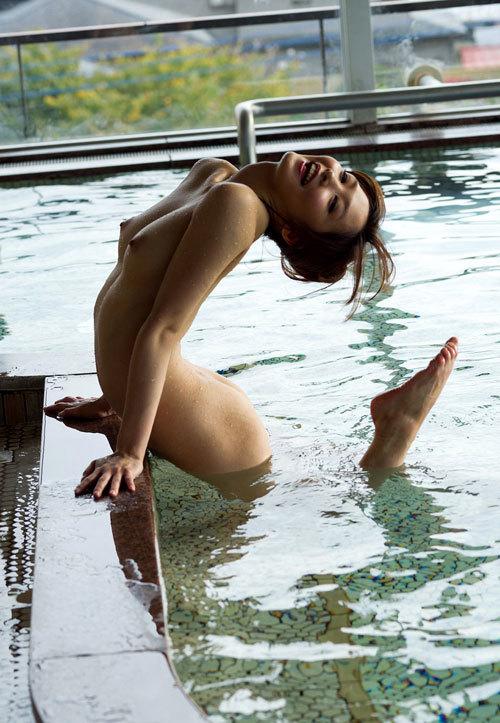 露天風呂でお姉さんのおっぱいで癒やして欲しい14
