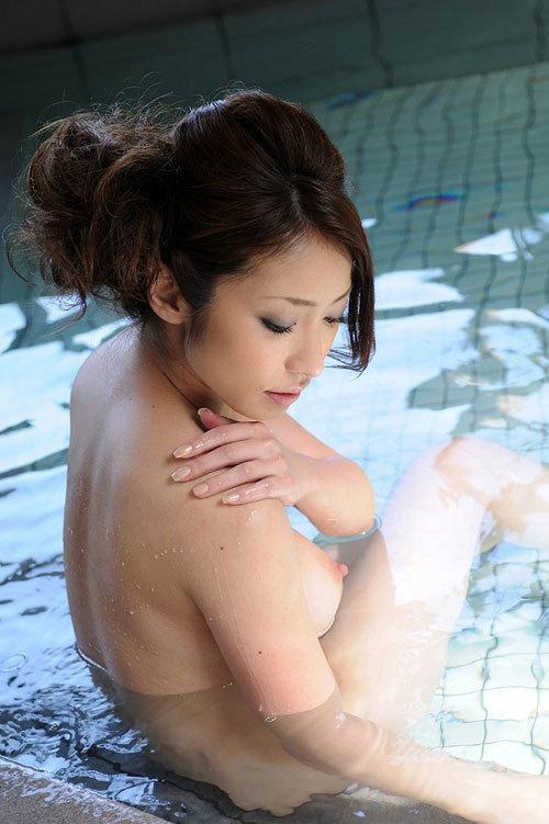 露天風呂でお姉さんのおっぱいで癒やして欲しい23