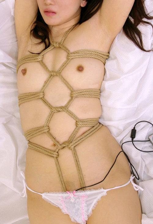 おっぱいを縄で緊縛されて調教されてるドM嬢8