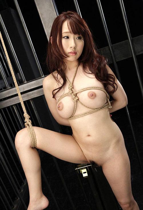 おっぱいを縄で緊縛されて調教されてるドM嬢13