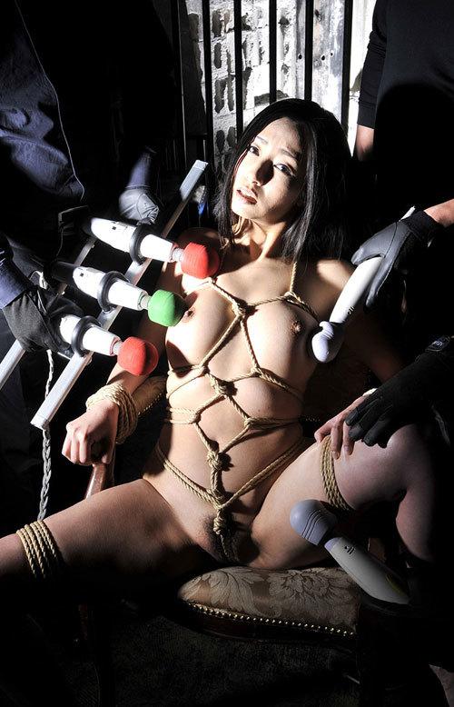 おっぱいを縄で緊縛されて調教されてるドM嬢15