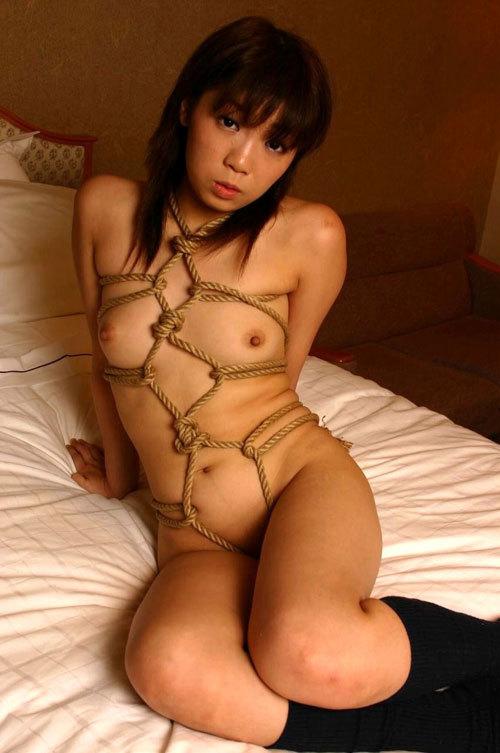 おっぱいを縄で緊縛されて調教されてるドM嬢23