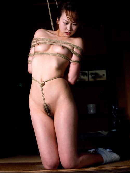 おっぱいを縄で緊縛されて調教されてるドM嬢24