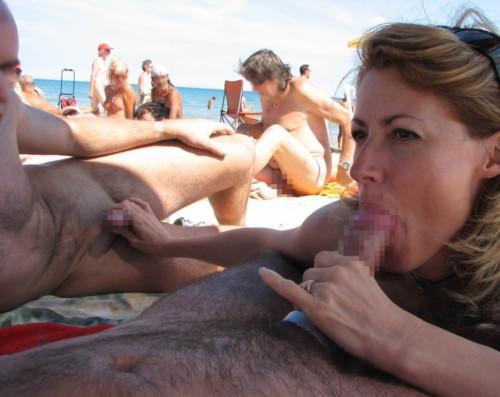 ヌーディストビーチで我慢できずにフェラさせてる男wwwwwwwwwwwwwwwwwww