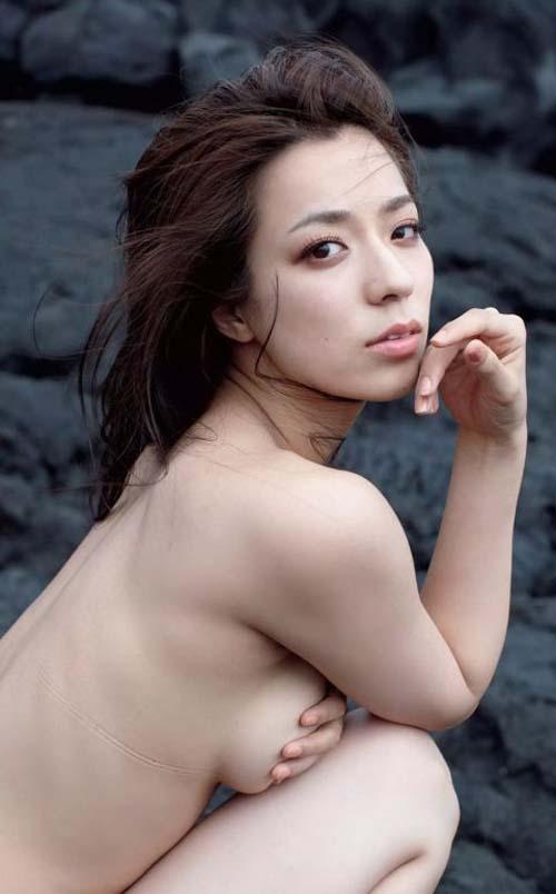 【セミヌード】小瀬田麻由、テレハ爆乳美女が素っ裸にwwwwwwwwwwww