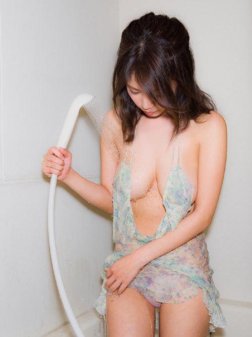 菜乃花Iカップ爆乳おっぱいの下乳がこぼれる9