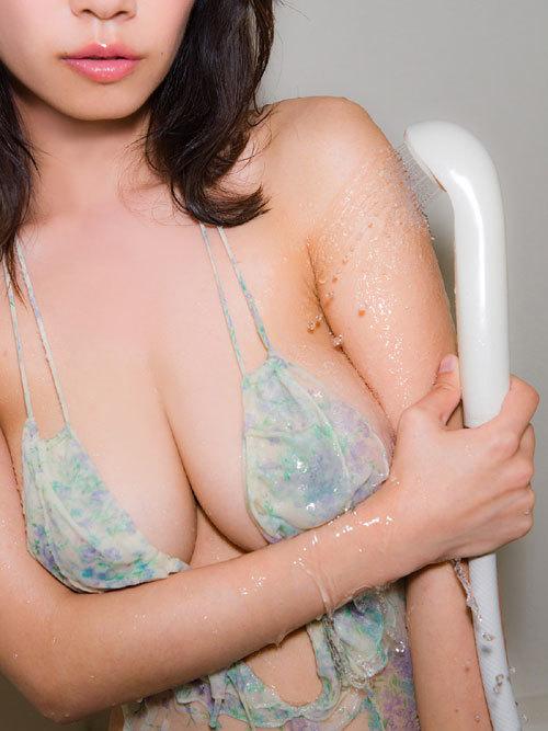 菜乃花Iカップ爆乳おっぱいの下乳がこぼれる11