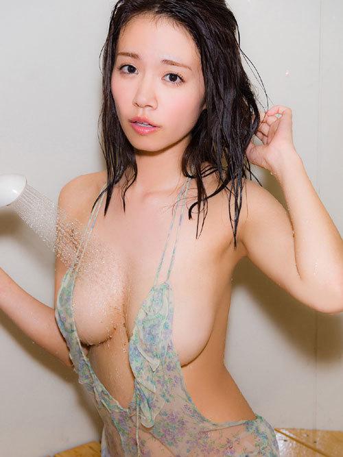 菜乃花Iカップ爆乳おっぱいの下乳がこぼれる14