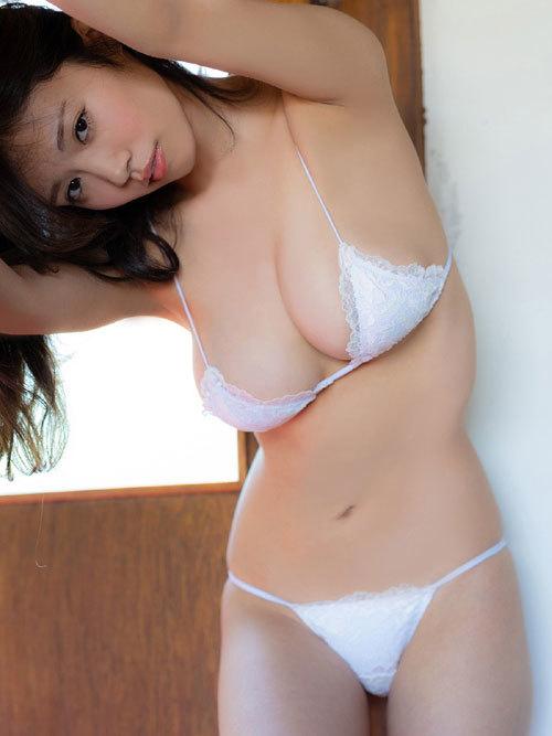 菜乃花Iカップ爆乳おっぱいの下乳がこぼれる53