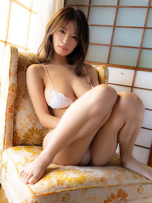 菜乃花Iカップ爆乳おっぱいの下乳がこぼれる61