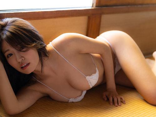 菜乃花Iカップ爆乳おっぱいの下乳がこぼれる74