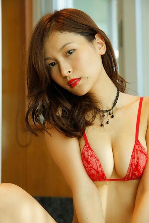 【和久井雅子(82cm・Dカップ巨乳)天然おっぱいグラビア】画像・動画