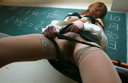 おっぱい丸出しの女教師がエッチな授業してる25