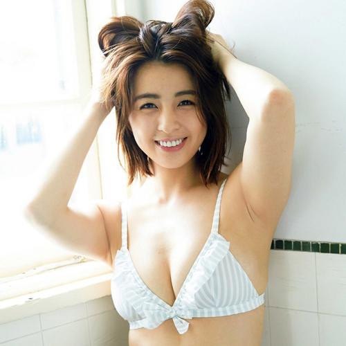 柳ゆり菜 乳首吸われてる!!