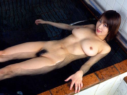 湯船につかってるお姉さんのおっぱいを揉みたい25