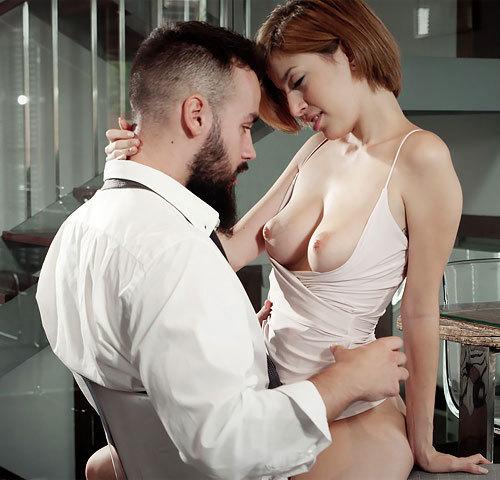 ディナーとシャンパンとSEX。彼女の心づくしのお祝い。お礼に美乳に発射して…完璧すぎるバースデイww【外人エロ動画と画像】