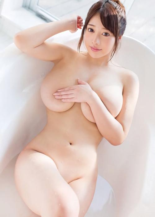 ややぽっちゃりした女性の肉々しいおっぱい画像 part4