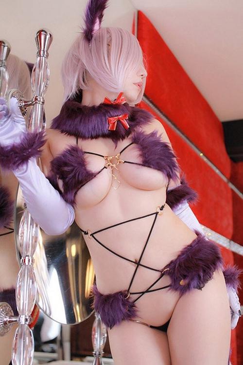 ほぼ全裸にしか見えないコスプレイヤー現れる!ほんとに一糸だけまとってたw