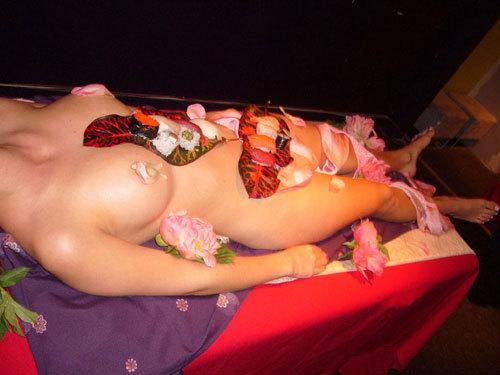 女体盛りでおっぱいをつまみに生アワビでワカメ酒8