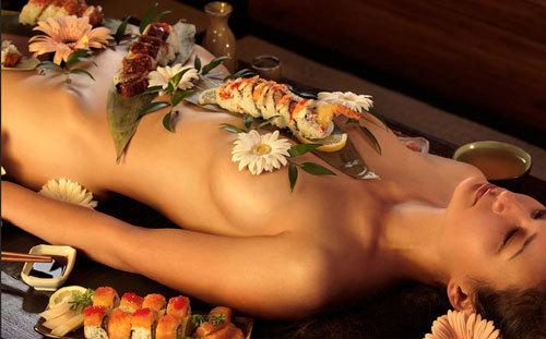 女体盛りでおっぱいをつまみに生アワビでワカメ酒12