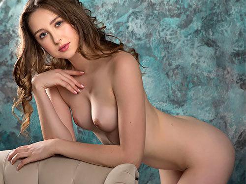 陶器のような滑らか美肌のロシアン女神様は、むっちり美尻とチョイ勃起乳首がエロくて、めっちゃ美マンwww # 外人エロ画像