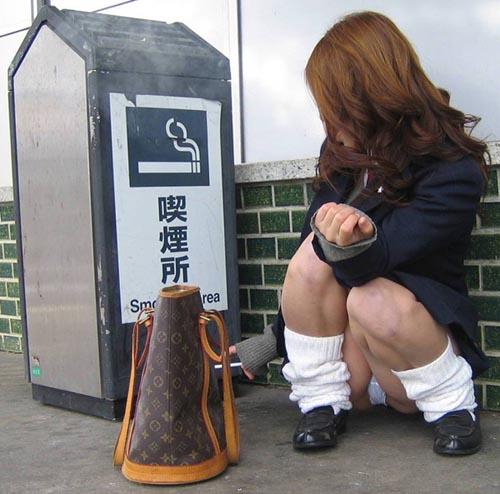 【JKパンチラエロ画像】何だかんだ言って女子校生のパンティーが一番見たいと思うwww