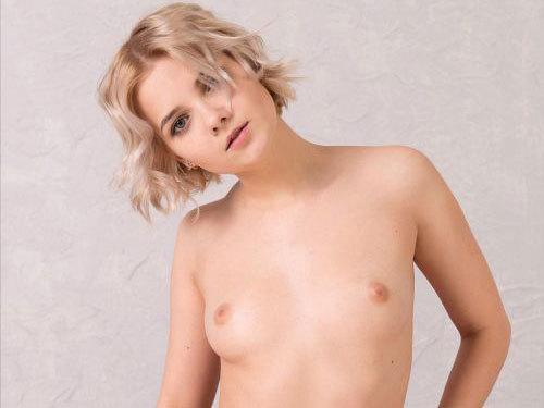 19歳のロシアン超美少女さん、ボンデージ風エロ下着でセクシーに決めるも、可愛さが溢れてしまうwそこがまたイイww # 外人エロ画像