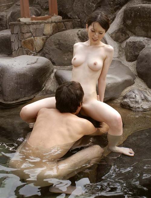 【温泉セックスエロ画像】こんなシチュエーションでセックス?これはのぼせるぞw【画像追加01/15】