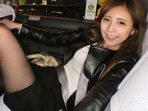 新宿駅でナンパした23歳キャバクラバイト嬢。飲んでタクシーでお持ち帰り