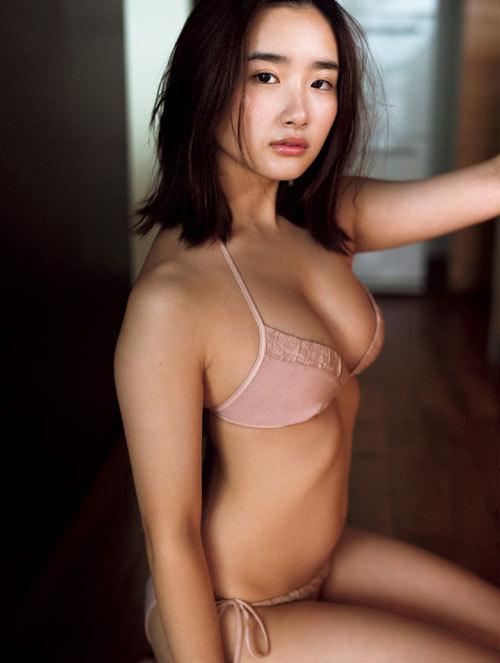 安倍乙の圧倒的透明感なビキニ美少女のおっぱい33