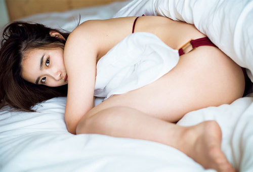 安倍乙の圧倒的透明感なビキニ美少女のおっぱい34