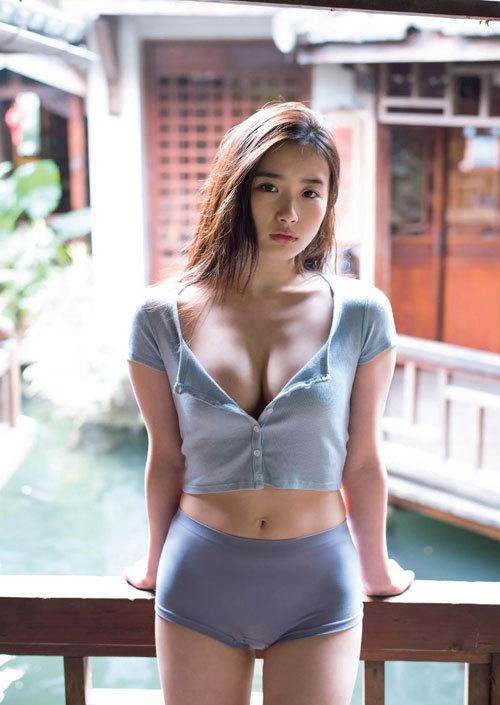 安倍乙の圧倒的透明感なビキニ美少女のおっぱい71