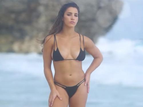 【アリー・レイズマン】アメリカ女子体操金メダリストがビーチで激エロビキニ撮影
