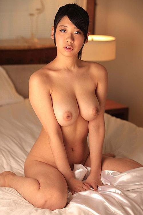 正統派のセフレ顔wwwクビレ巨乳にエロ唇がそそる高尾明日香画像!