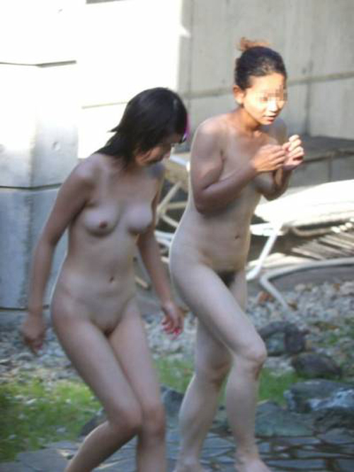 【盗撮画像】若い娘ばっかの風呂を覗き見たい!