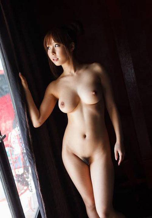 【おっぱい画像】くびれが美乳を惹きたてる!これが女体の黄金比