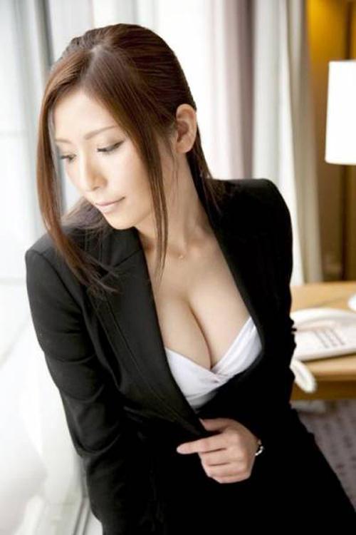 【画像100枚】エロ未満のセクシーなOLさんの着衣おっぱいでむらむらしよう!!