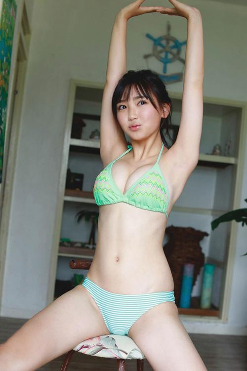 ミスマガジン2018沢口愛華がグラビアで15歳とは思えない最強ボディを見せつけててたまらんち