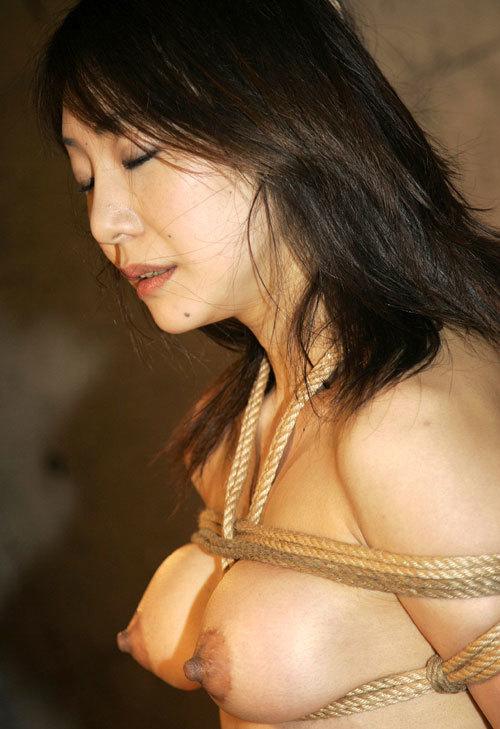 おっぱいを縛られおマ○コがびしょ濡れのドM女16