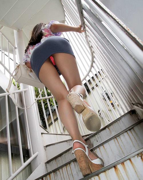階段下で待てばパンチラGET★エロ画像49枚