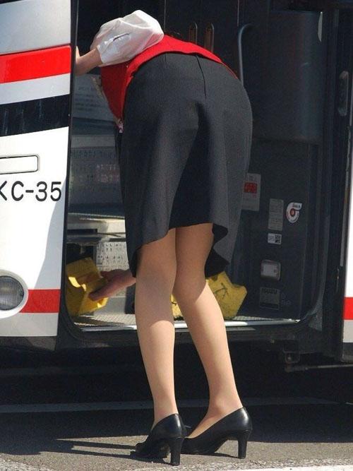 お仕事中バスガイドがエロすぎる★エロ画像49枚