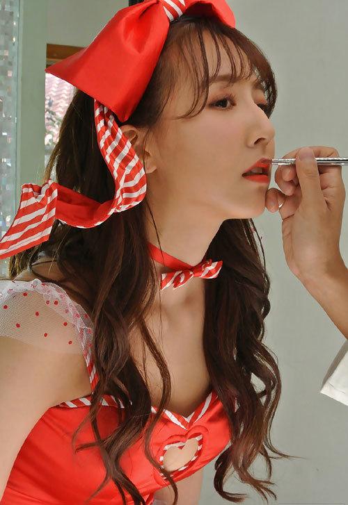 三上悠亜 国民的アイドルの美巨乳おっぱい18