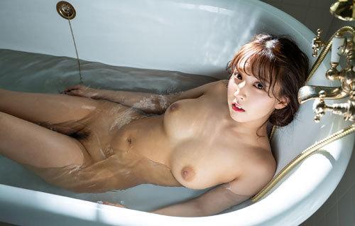 三上悠亜 国民的アイドルの美巨乳おっぱい37