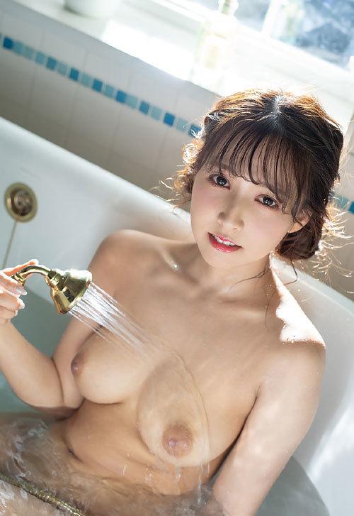 三上悠亜 国民的アイドルの美巨乳おっぱい39