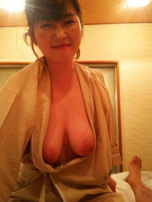 【画像】巨乳の中でも垂れ乳離れ乳デカ乳輪とかいう下品なおっぱいに興奮する奴wwww