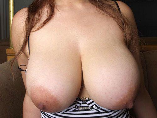 巨乳や爆乳のおっぱいデカ過ぎなお姉さんの乳房に埋もれて癒やされたい